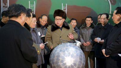 El régimen norcoreano presenta una supuesta bomba nuclear en miniatura