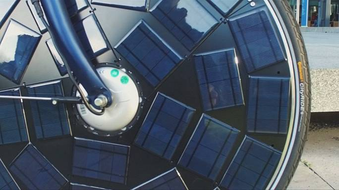 Vélos électriques solaires : des panneaux dans les roues