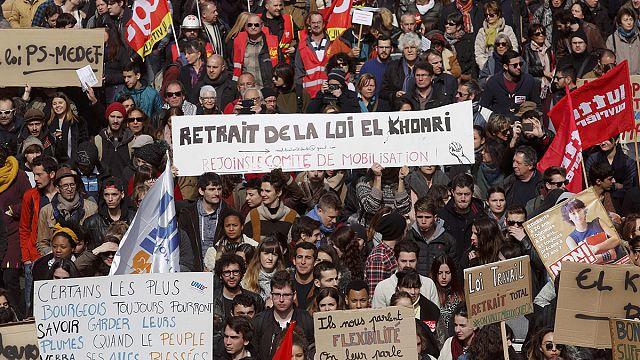 اضرابات عمالية وطلابية تعم فرنسا
