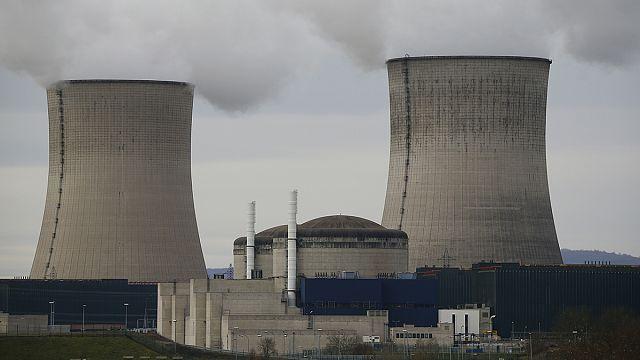 الطاقة النووية إشكالية في أوروبا ومايكروسفت تمد يدها لنظام لينوكس