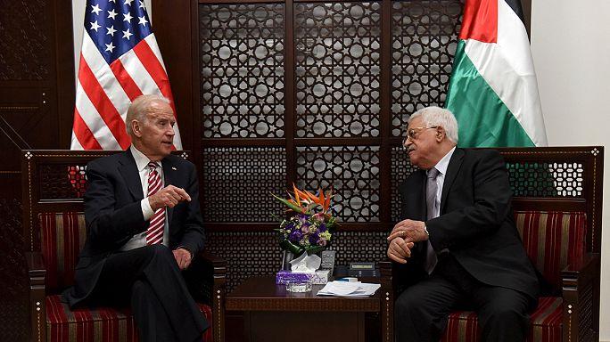 Joe Biden bírálta a palesztin elnököt, amiért nem ítéli el a késeléseket