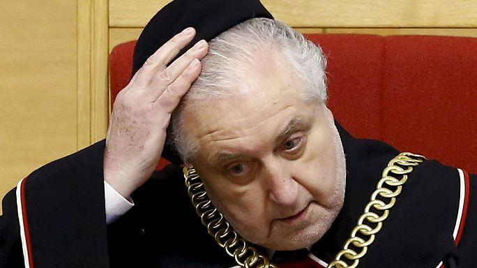 تَصادُم بين المحكمة الدستورية والحكومة المحافِظة في بولندا