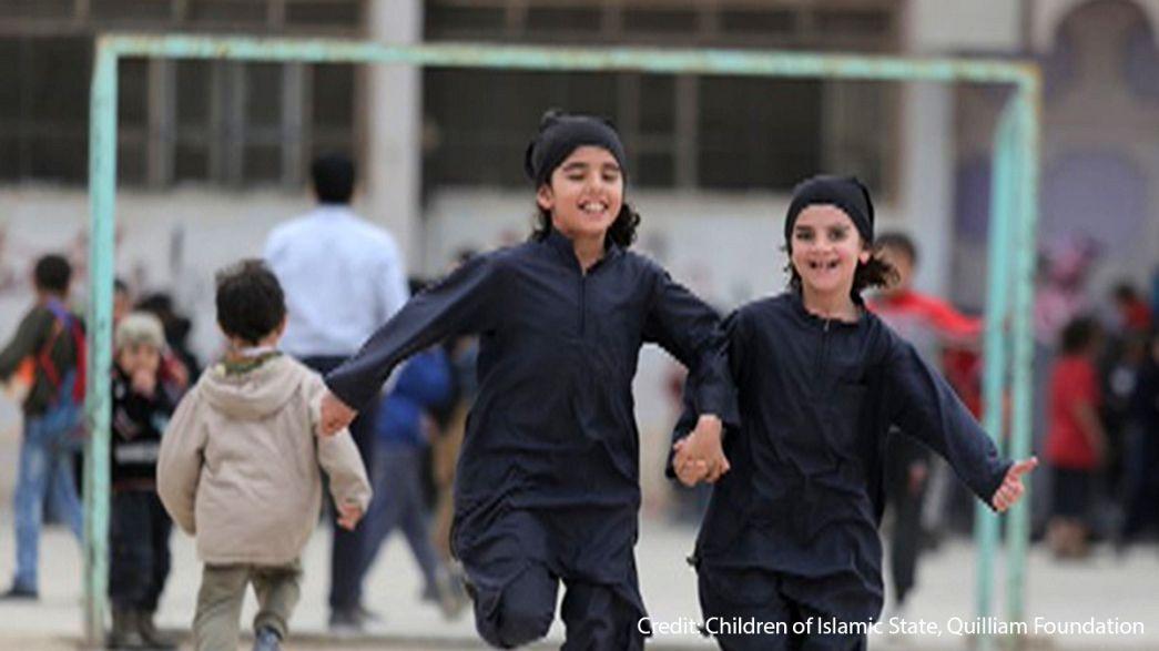 Ecco come l'Isil trasforma i bambini in jihadisti