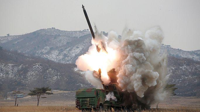 Észak-Korea két ballisztikus rakétát lőtt ki