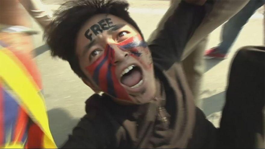 Összecsaptak a rendőrökkel a Tibetért tüntetők Indiában