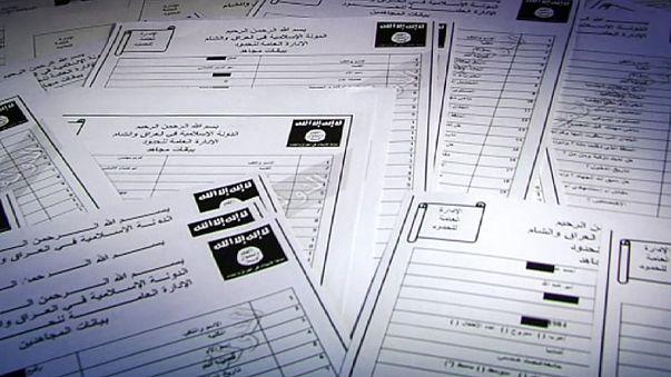 """وثائق مسربة تكشف بيانات مقاتلين أجانب في تنظيم """"الدولة الإسلامية"""""""