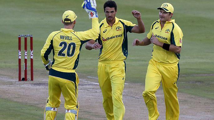 Перед Кубком мира по крикету Австралия обыграла ЮАР в Кейптауне