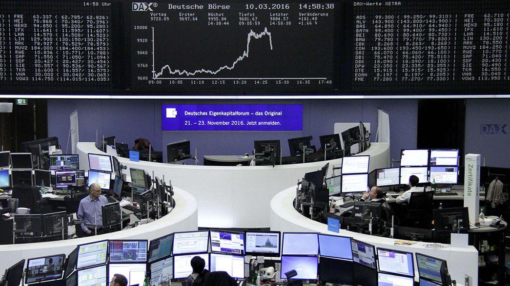 Stimoli Bce, la festa dura poco. Piazze europee in rosso