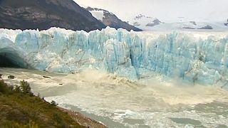 صور انهيار أجزاء من نهر بيريتو موينو الجليدي