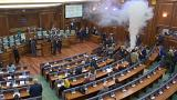 پرتاب گاز اشک آور در صحن علنی پارلمان کوزوو