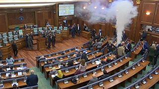 El Gobierno kosovar quiere acabar con seis meses de gases lacrimógenos en el Parlamento