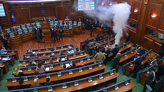 Könnygázas támadás a koszovói parlamentben