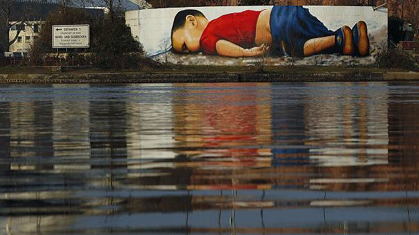 Aylan Kurdi (3†) als Graffiti-Botschaft für Frankfurt