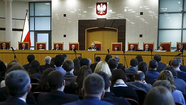 'Polonya'daki Anayasa Mahkemesi reformu demokrasiyi zedeleyebilir'