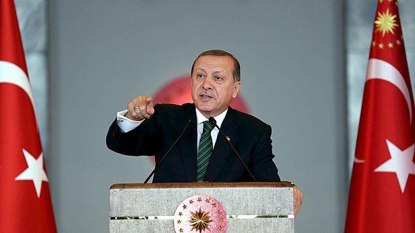 Erdogan amenaza al Constitucional turco por liberar a dos periodistas