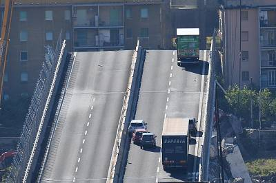Vehicles remained on the Morandi Bridge in Genoa on Wednesday.