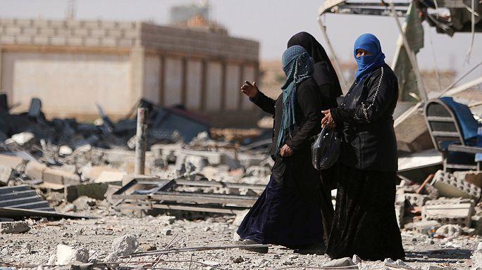 В освобожденном сирийском городе: руины, столбы для казни, брошенное оружие