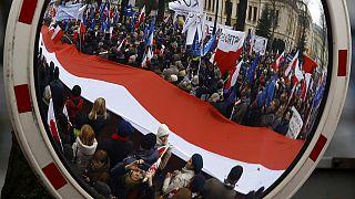 تظاهرات هزاران نفری در ورشو در حمایت از دادگاه قانون اساسی