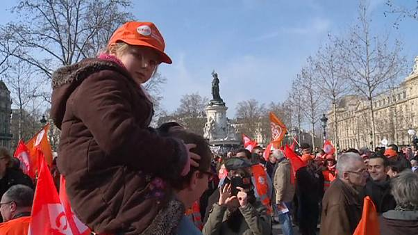 Franceses protestam contra nova lei laboral