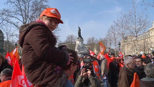 Fransa'da çalışma yasa tasarısı protesto edildi