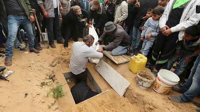 مصرع طفلان في غارات إسرائيلية على غزة