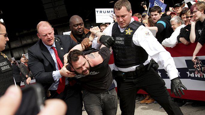 Donald Trump menaçant à l'égard des perturbateurs durant ses meetings