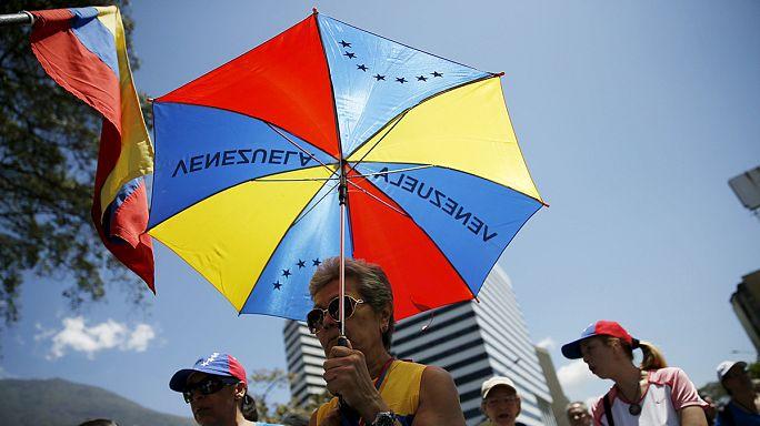Ideje menni! - ezt üzenik a tüntetők a venezuelai elnöknek