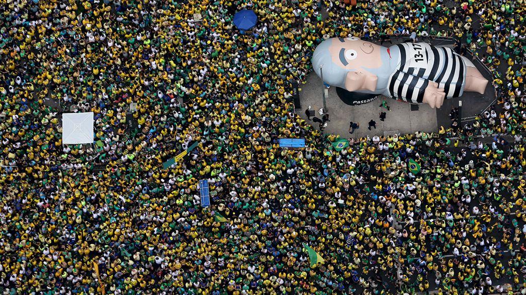 Brasile in strada per chiedere impeachement di Djlma Rousseff