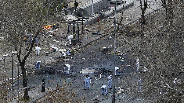 Un coche bomba deja al menos 37 muertos y más de 120 heridos en el corazón de Ankara