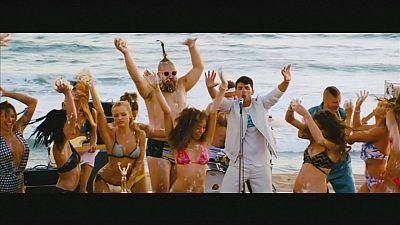 """""""Cake by the ocean"""": o novo single de Joe Jonas para dançar na praia"""