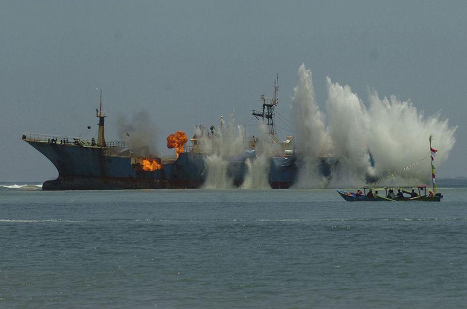Indonésie: un bateau coulé pour lutter contre la pêche illégale