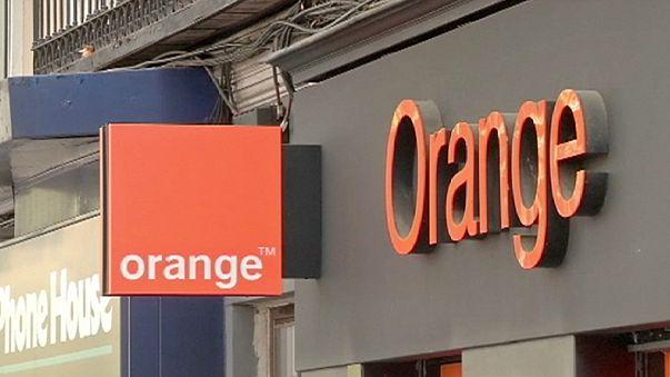 La fusión de los operadores franceses Orange y Bouygues avanza, tras acuerdos con sus rivales