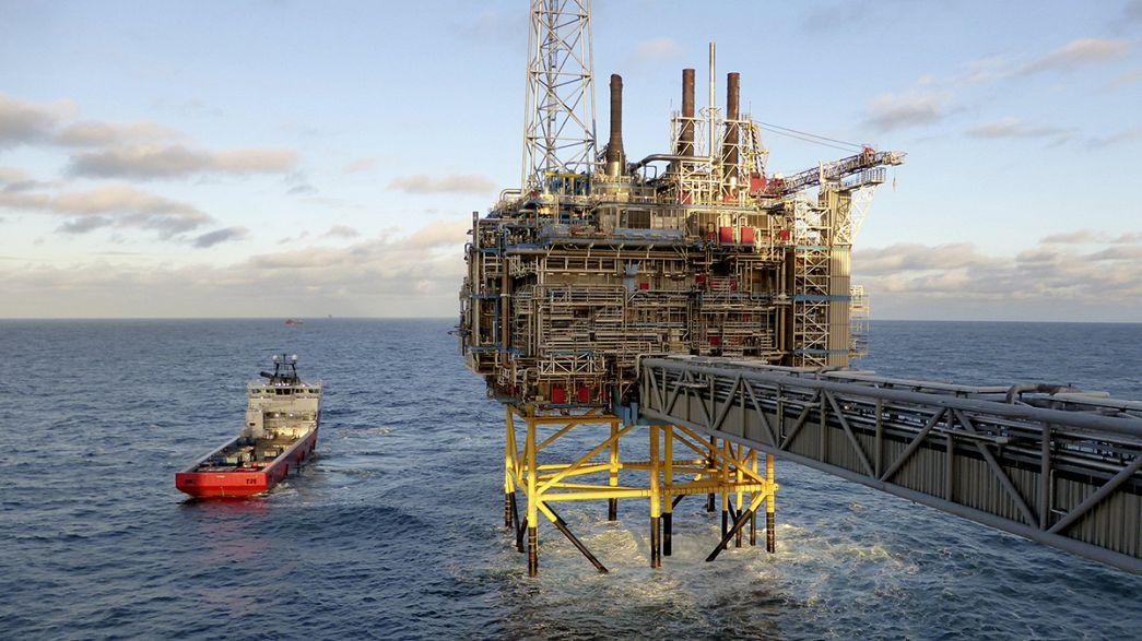 Irão fica fora do acordo para congelar produção de petróleo