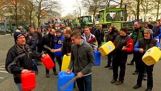 ЕС предложил добровольное сокращение производства молока