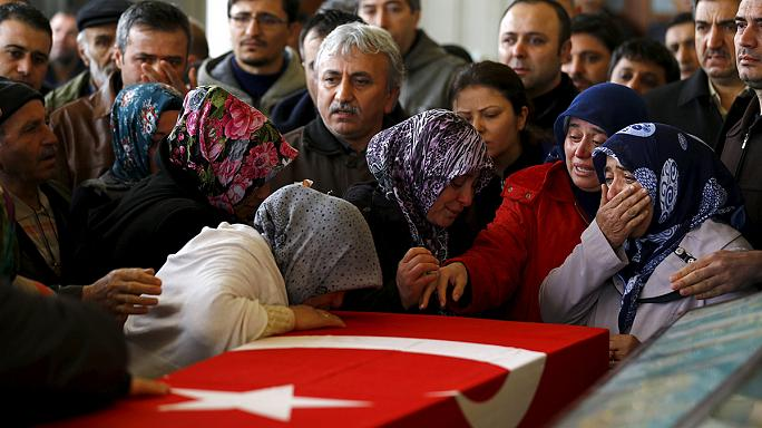 'Everyone is nervous': fear in Ankara as first bomb funerals are held