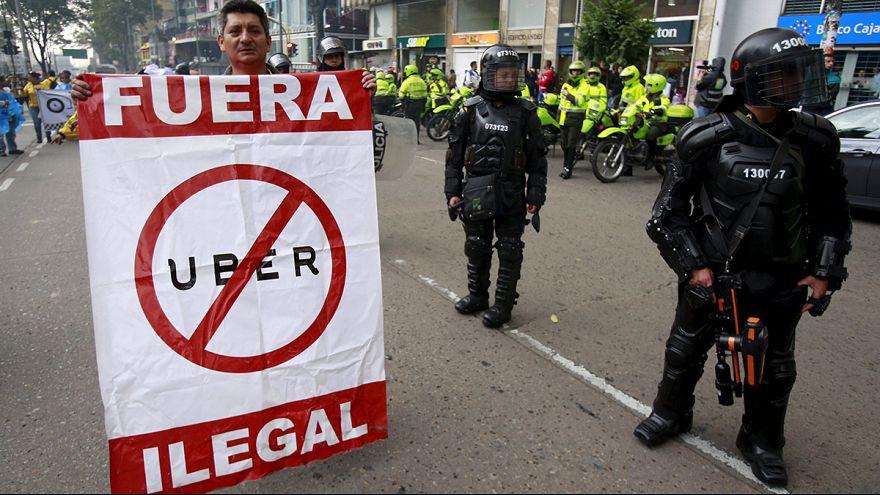 سائقو سيارات الاجرة يتظاهرون في العاصمة الكولومبية بوغوتا