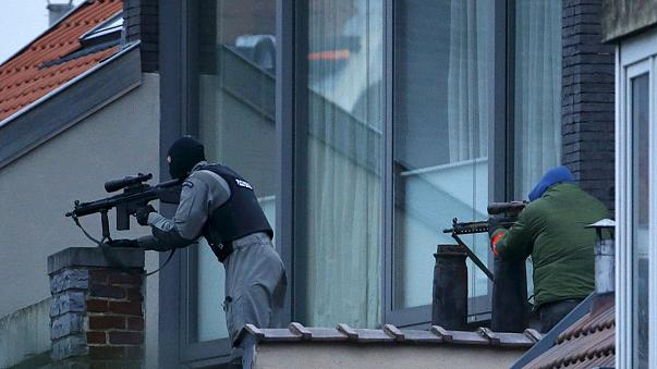 Prossegue a operação antiterrorista para capturar suspeitos de um tiroteio em Bruxelas