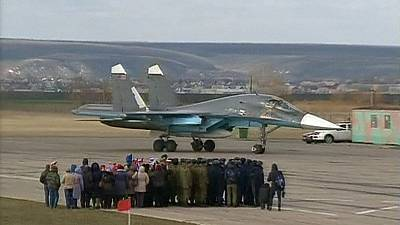 Russian pilots welcomed home as heroes from Syria