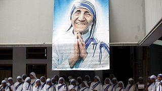Rahibe Teresa'nın azizelik töreni Eylülde