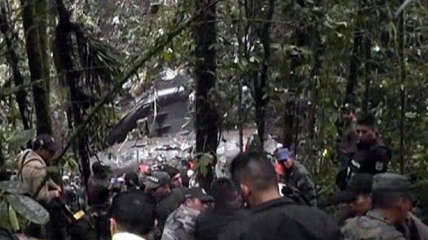 مقتل 22 عسكريا في سقوط طائرة في أدغال الإكوادور