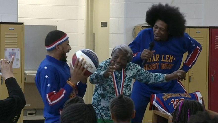 107-летняя бабушка: за президентом - баскетболисты