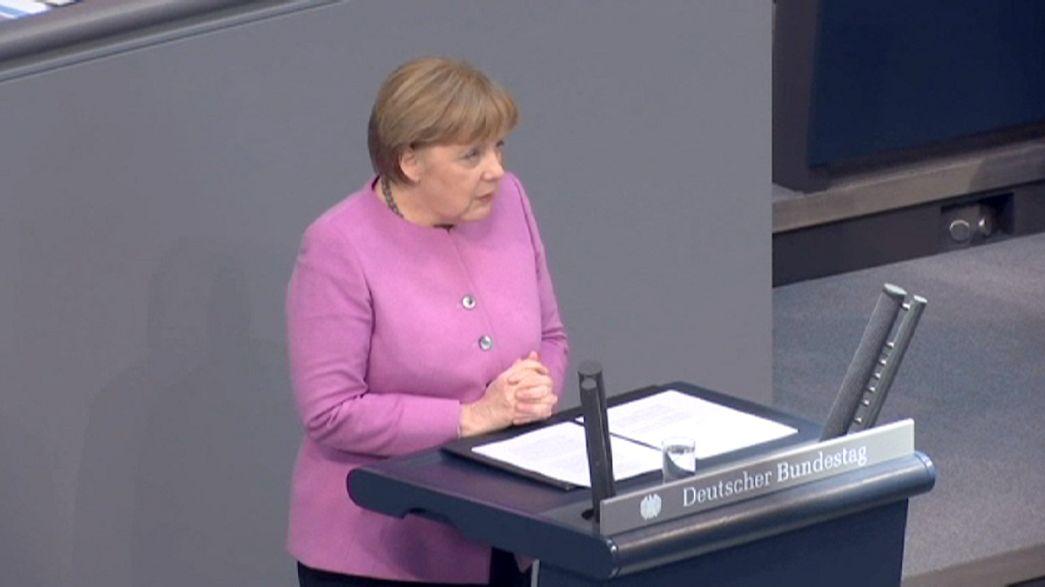 Refugiados: Angela Merkel quer solução comum da UE