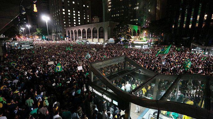 Brazília forrong a pénzmosással vádolt előző elnöknek dobott államfői mentőöv miatt