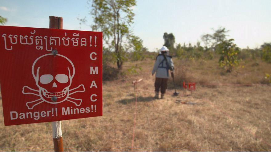 Japonya Kamboçya'da mayınları temizliyor