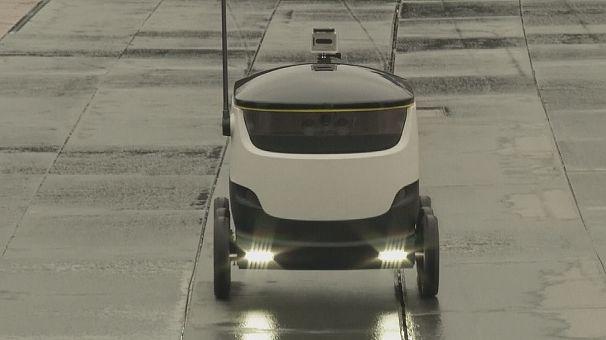 روبوت لتسليم البضائع لأصحابها