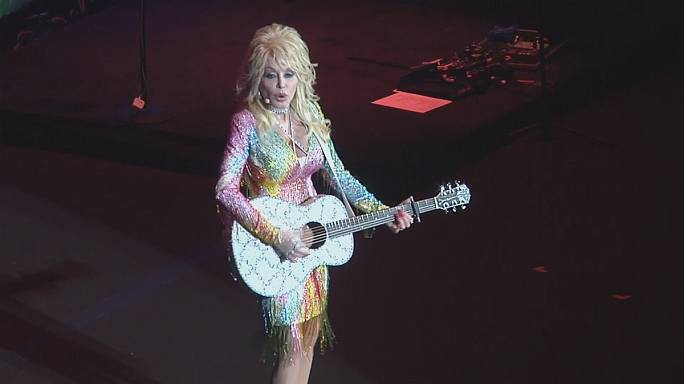 Country müziğin efsane ismi Dolly Parton'dan yeni albüm müjdesi
