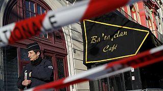 Helyszíni szemlén a francia képviselők a Bataclanban