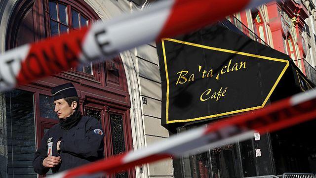 France : la commission d'enquête parlementaire sur les attentats visite le Bataclan