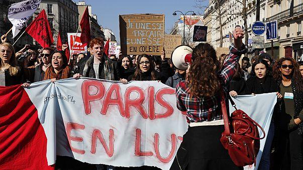 Fransa'da çalışma yasasını protesto eden liseliler polisle çatıştı