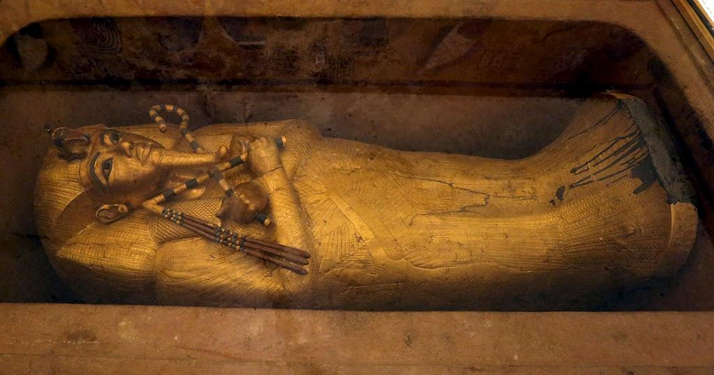 tutankhamuns tomb egypt Tut's tomb was stuffed to the brim with thousands of  15 pharaonic objects buried in tut's tomb by jen  a golden age of egypt, and his multi-room tomb.